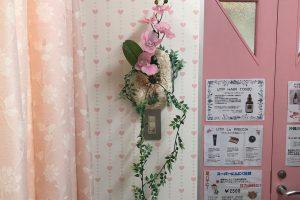 琉球石灰岩特殊加工の壁掛けと胡蝶蘭造花 作品番号ME-001