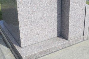 4年前にお墓の御影石専用【沖縄コート】でコーティング施工済み
